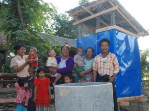 4.トイレと水タンク(Shwe Hlay Su)