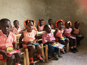Haiti ルポ Kinder Student inside the class