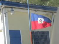 ハイチ国内では半旗が掲げられている