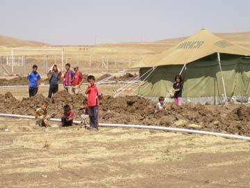 キャンプで暮らす子どもたち