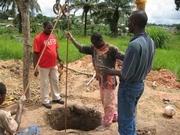 学校の敷地内で掘削中の井戸