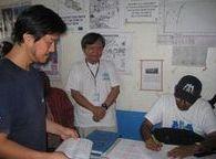 建物を引き渡す書類への署名式