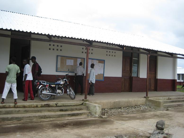 生徒の登録が始まった教員用事務所