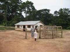 リベリア・ギニア国境の出入国管理所