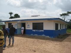 村外からも診察に来るイエラ村診療所