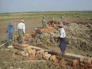 村と協力して始まった学校建設