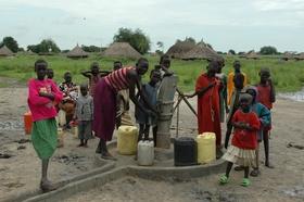 ルアキーク村でPWJが建設した井戸