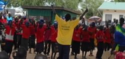 子どもたちの踊りのパフォーマンス