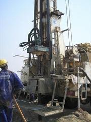 ウガンダから掘削機械が到着