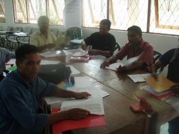 セミナーで学ぶ参加者