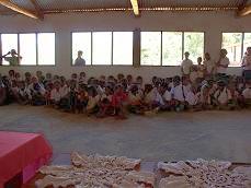 開校式に集まった子どもたち
