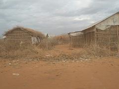 キャンプ内の家1