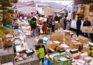 根岬地区での物資配布の様子(2011年4月4日)