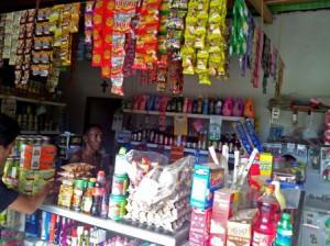 典型的なキオスの外観。同様の店がディリ市内だけでも500店以上存在する