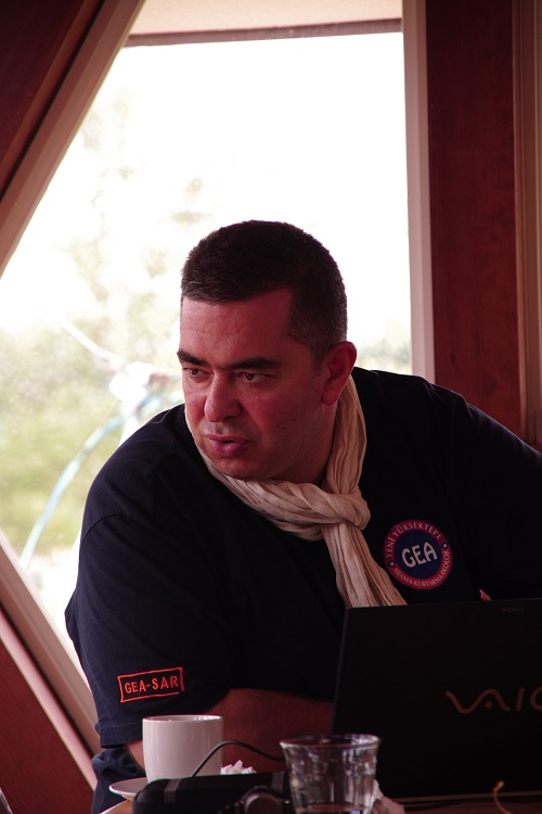 トルコの災害救助NGO団体GEAのトレーナー