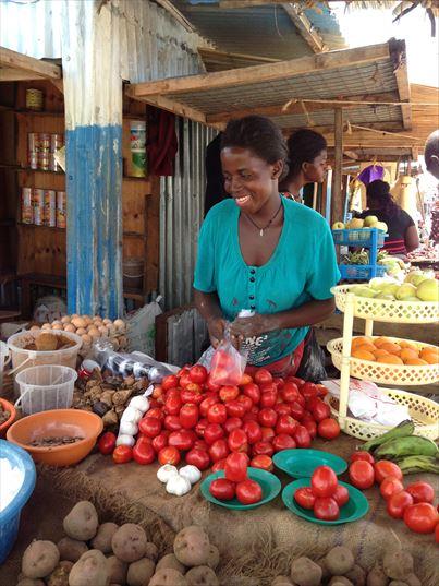 ピースウィンズ・ジャパンの南スーダン事業 町の野菜市場