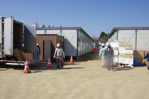 110418気仙沼中の校庭に建設する仮設住宅