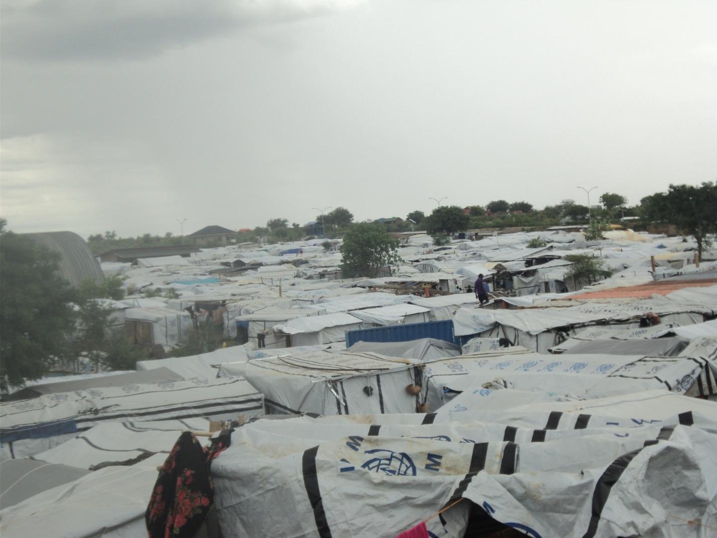 雨季の避難民キャンプ