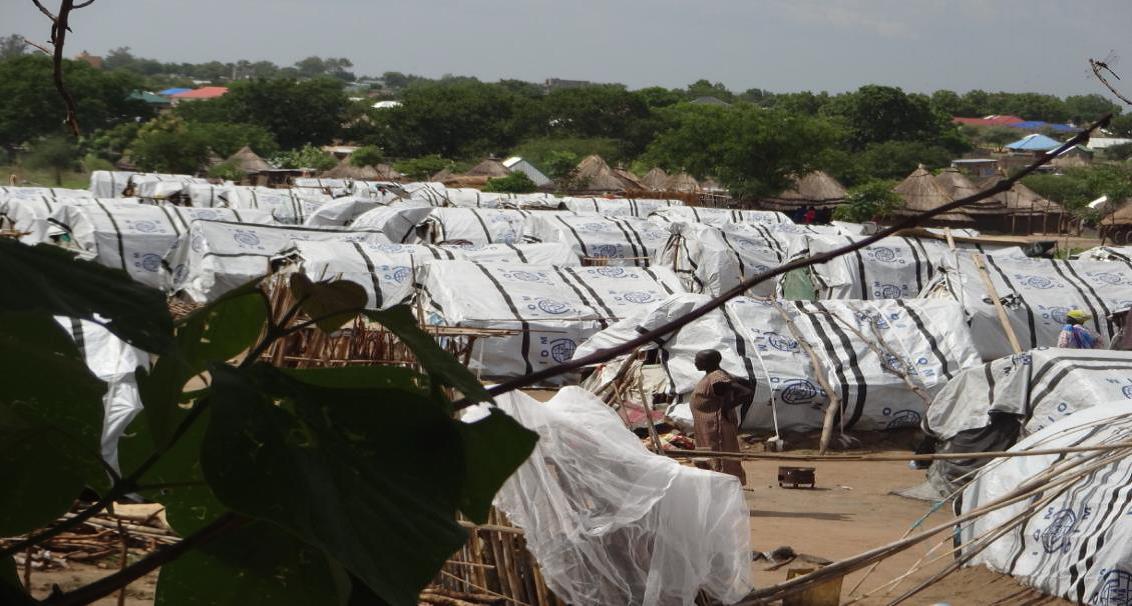 ところ狭しとテントが並ぶグンボ避難民キャンプ