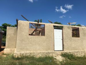 ハイチ 屋根がない幼稚園
