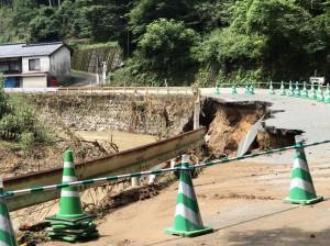 東峰村への道