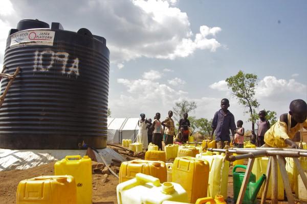 PWJがビディビディ難民居住地区に設置した水タンク