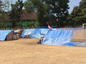 仮設建設予定地に立ち並ぶテント