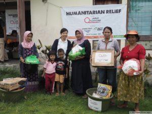 s-写真③ 支援物資を受け取った人々 候補2-20181212