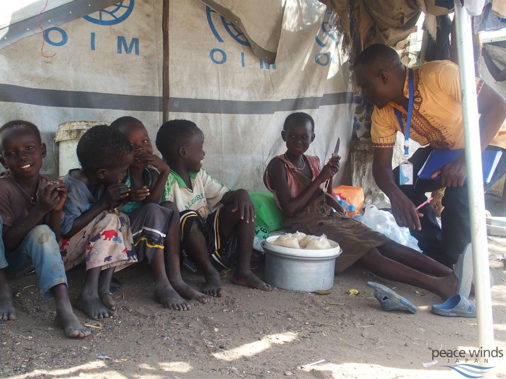 マハド国内避難民キャンプでの一風景s